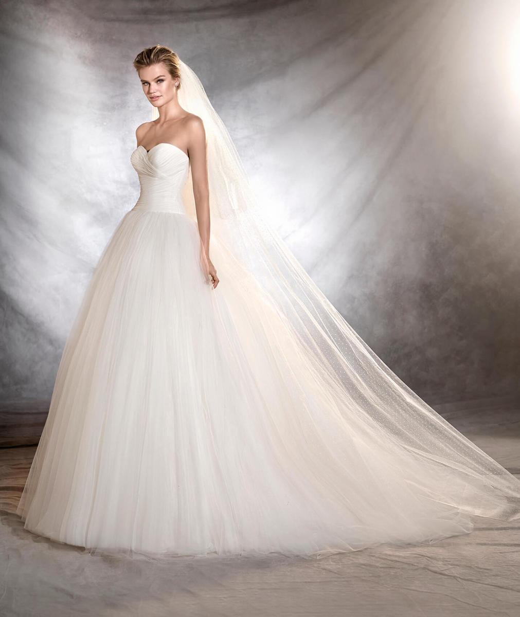 0f351b3a18be Abiti da sposa 2017  le proposte Pronovias  FOTO