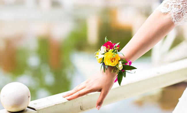 bouquet-da-sposa-tutte-le-tendenze-del-2017-bracciale-fiori