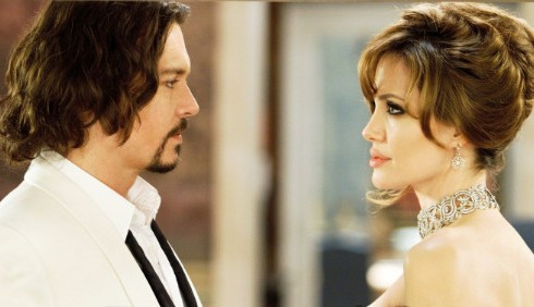 the_tourist_con_angelina_jolie_e_johnny_depp_nei_cinema_italiani-490x282