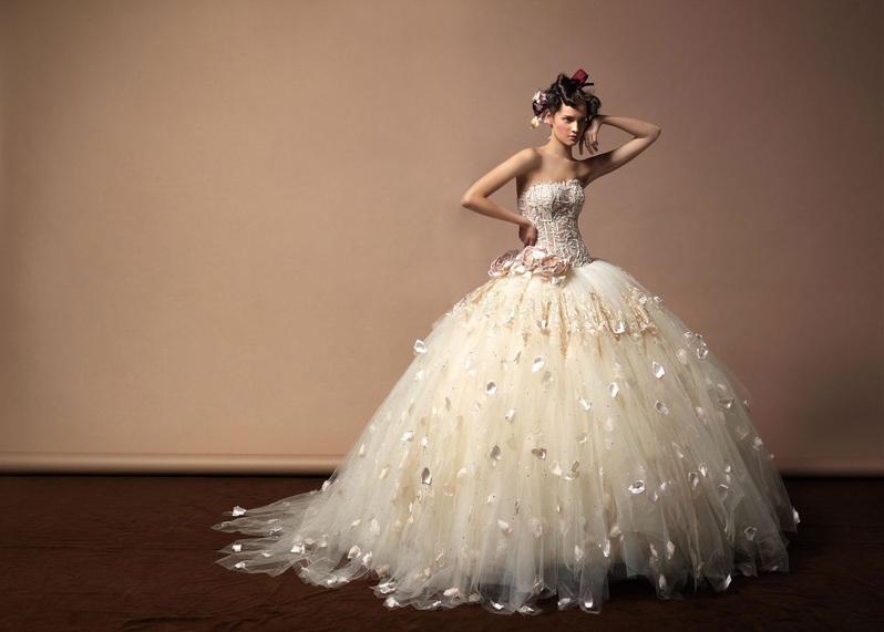 autumn-theme-wedding-gown