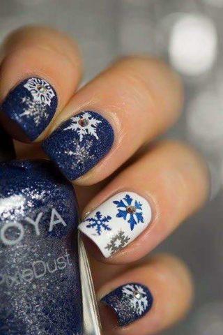 fiocchi-di-neve-glitter-per-nail-art-natalizia-blu-e-bianca