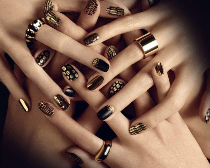 unghie-effetto-metallizzato-nero-e-oro-per-natale