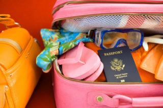 E' tempo di vacanze estive: ecco cosa non deve mancare nella valigia di una donna!