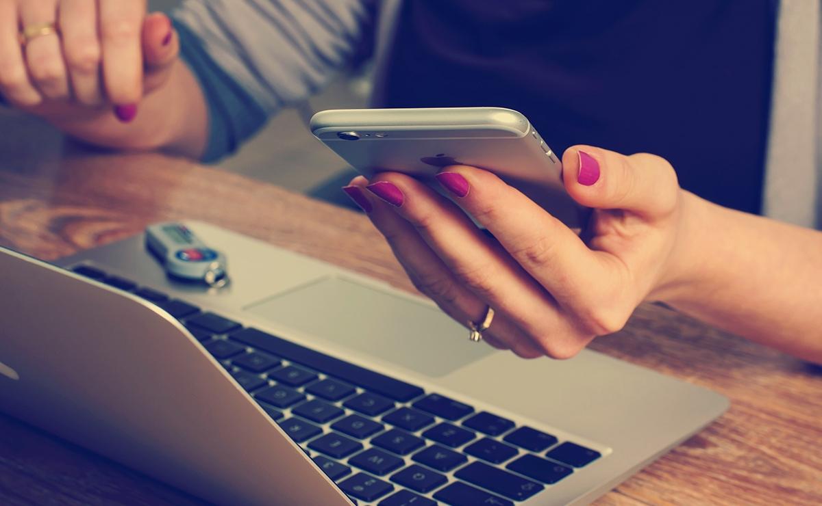 Far credere ai corteggiatori del web che sei fidanzata